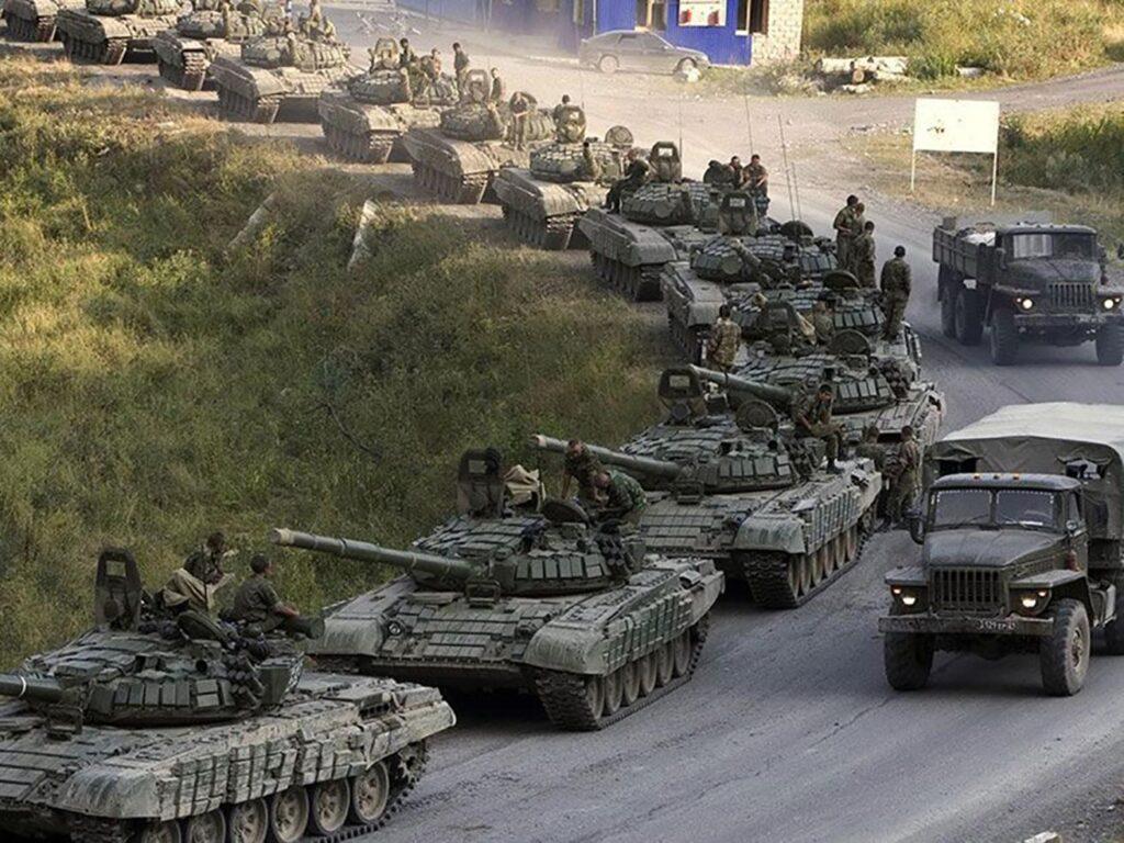 Колона російської військової техніки